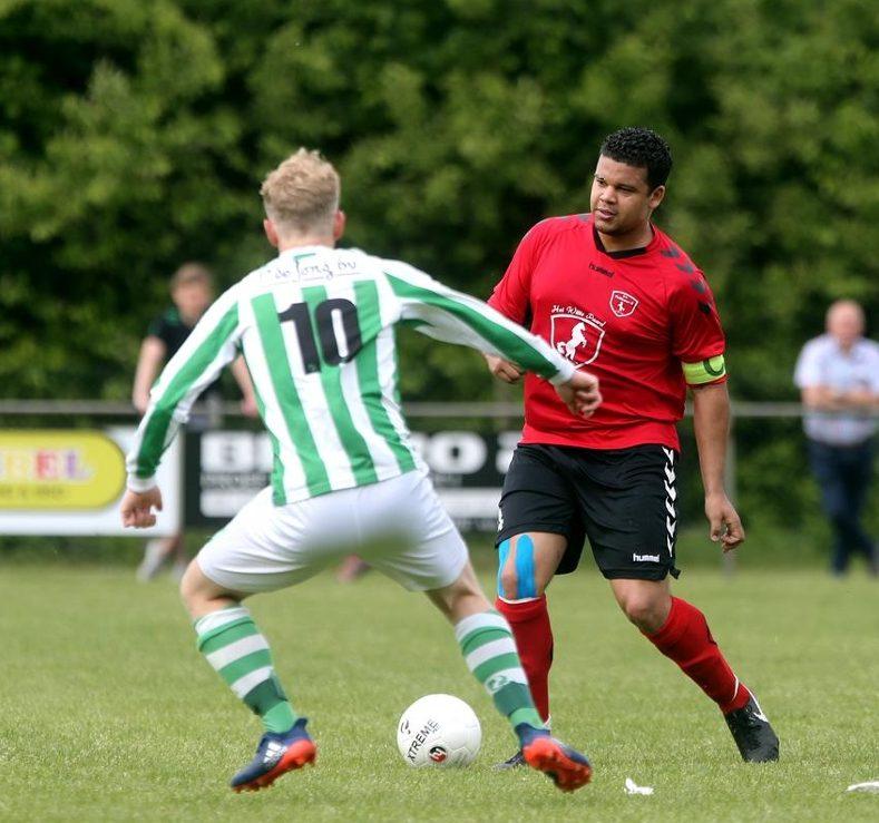 Voetbal: een partijtje tegen de koploper